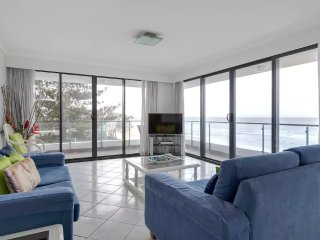 No 5 Darenay 3 Bedroom Oceanfront Apartment, Mermaid Beach