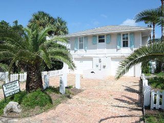 Direct Beach Front, 4 Bedroom, 3 Bath, Bonus Room, Pet Friendly, WIFI, St. Augustine