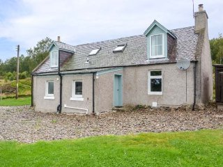 EASTER DUTHIL COTTAGE, woodburning stove, detached cottage, private garden, Carrbridge, Ref 29856