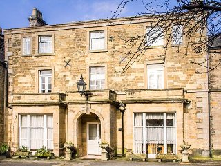 GRANBY HOUSE CHATSWORTH STREET luxury apartment, off road parking in Bakewell Ref 926050