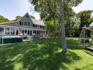 REAGL - Immaculate Spacious Home, Gorgeous Waterviews Across Sunset Lake and Eas