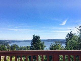 Cabinesque w Gorgeous Lake views, Bellevue