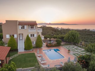 Majestic II Seaview Villa in Agia Marina, Chania