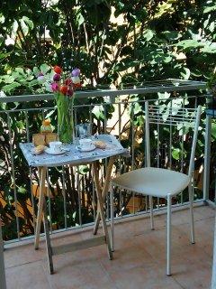 balcone cucina per rilassarsi nel verde del giardino interno