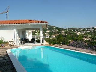 Location dans maison contemporaine avec terrasse