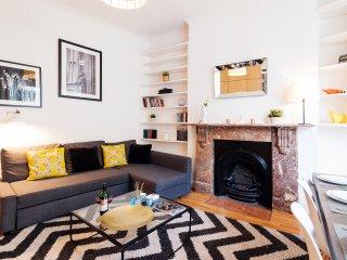 Kensington Lovely 2 bedroom Apartment for families