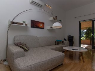 Cute Beachfront apartment Makarska