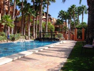 1st Floor Luxury 2 Bed Apart + Communal Pool+Wi-Fi