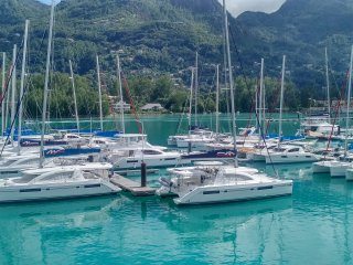 Eden island Marina Penthouse (incl. Electric Car, WIFY, Sat TV, next to Pool), Isola di Eden