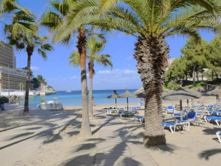 Cozy apartment with pool & close to the beach, Cala Vinyes