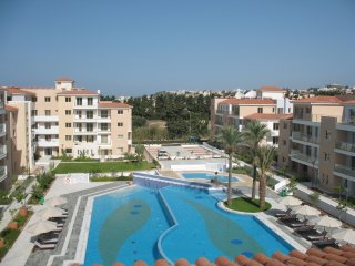 Elysia Park Sea View Apartment, Pafos