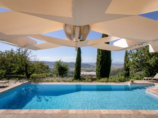 Villa Alma: The pool is a dream
