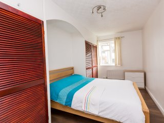 Superb 4 Bed Apartment In Whitechapel ATH, Londen