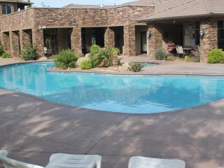 LUXURY 2 Bed 2 Bath Condo Occupancy 8 -beds for 6, Saint George