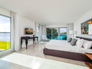 Stunning Waterfront 2 Bedroom at Quarzo, Bal Harbour