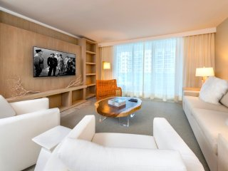 Luxurious Condo Hotel 1/1.5 Beachfront Unit 906