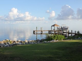 P58 Grassy Key Delight--- 3 Bedroom with pool