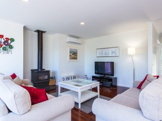 COLLINS PARADE SORRENTO - (S*********) BOOK NOW FOR SUMMER BEFORE YOU MISS OUT