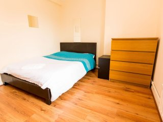 Excellent 4 Bedroom Apartment In Bethnal Green HB, Londres
