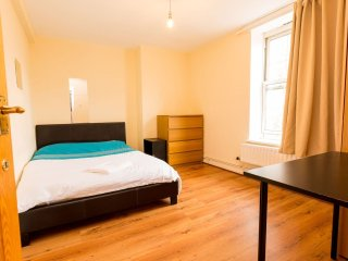 GREAT LOCATION! CLOSE TO CENTRAL LONDON TRENDY APARTMENT BOOK NOW!