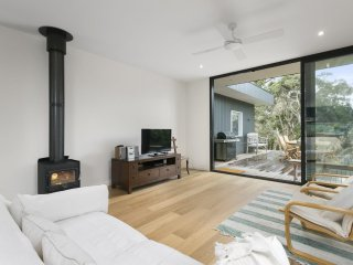 ROYAL AVENUE PORTSEA (P*********)- BOOK NOW FOR SUMMER BEFORE YOU MISS OUT