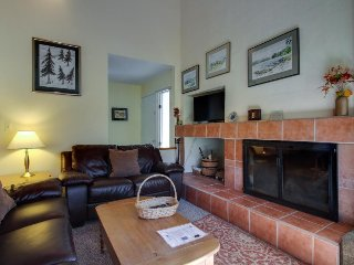 Cozy ski condo w/ 3 shared pools, hot tub, entertainment & nearby ski access