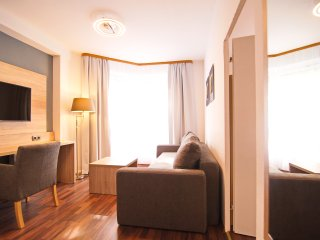 PREMIUM SUITE FOR 4 PEOPLE | BRANDENBURGER TOR