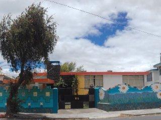 Casa Chukirawa: Host & Art
