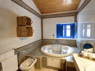 Casa con jacuzzi termal y piscina/balneario