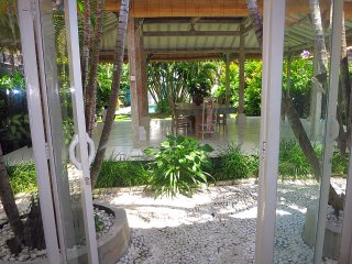 3 bdrm villa-heart of Seminyak-close to beach!