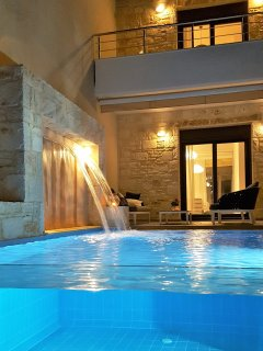 Villa Nova - glass fronted pool