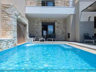 GM Villas - Villa Nova, private pool with waterfall, Almyrida