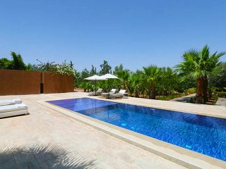 Exclusive Private Villa Fully Staffed with pools and tennis court, no vis-a vis!