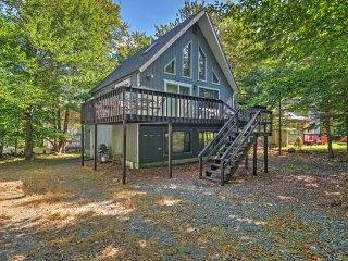Tobyhanna House w/Wraparound Deck - Walk to Lake!