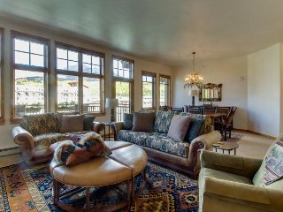 Luxury lakefront condo w/ mountain views, jetted tub, & 2 shared hot tubs, Frisco