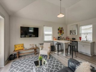 Cozy Studio Guest House – Prime Location in Heart of East Nashville!
