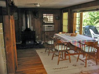 Lakefront vacation cottage rental