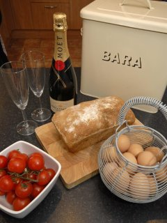 Solva - luxury spacious home with free range eggs provided for your pleasure