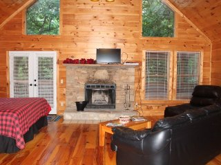 Dollywood & Pigeon Forge Cabin Cupid's Hideaway