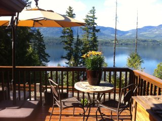 Eagle's Nest - Semi-waterfront home with tub!, Blind Bay