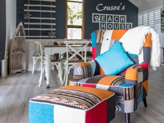 Crusoe's Beach House - Airlie Beach