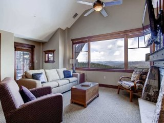 Surround Yourself with Perks and Luxury in this Gorgeous Ski in Ski out Condo