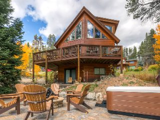 Beautiful home on Peak 7, includes gondola parking passes - Columbine Rock Lodge