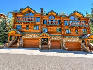 Beautiful ski in/ski out condo on the lower Sundance trail, private hot tub, great log cabin feel - Mountaineer Manor, Mountain Village