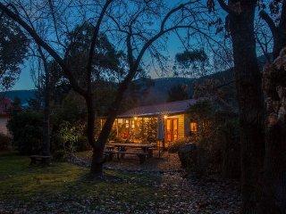 Mystic View Cottage - Historical Wandiligong, Bright