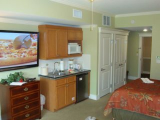 Vacation Rentals Romantic Studio/Efficiency in Sandestin's Village, Miramar Beach