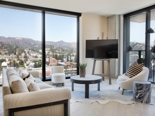Luxury 1 bd residence in the heart of Hollywood!