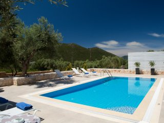 Villas Armeno - Evangelia, Luxury villa with sea view