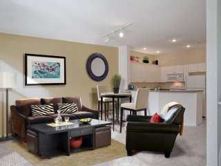 Elegant 1 Bedroom Apartment, Cottage Lake