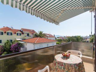 Apartments Natasa - One-Bedroom Apt. with Balcony, Supetar